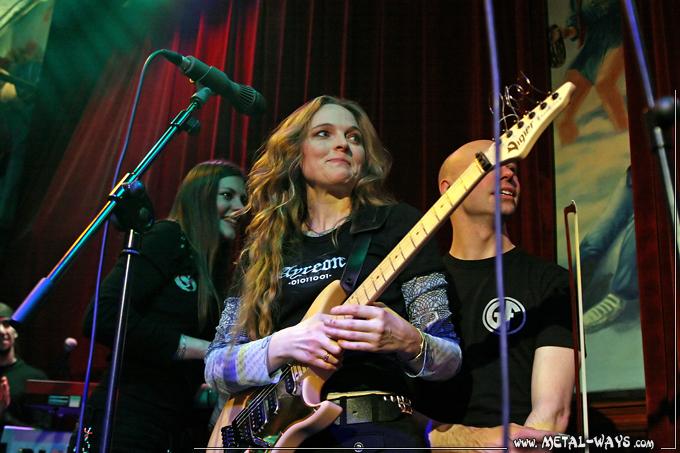 Lori Linstruth Lori Linstruth ed Warby